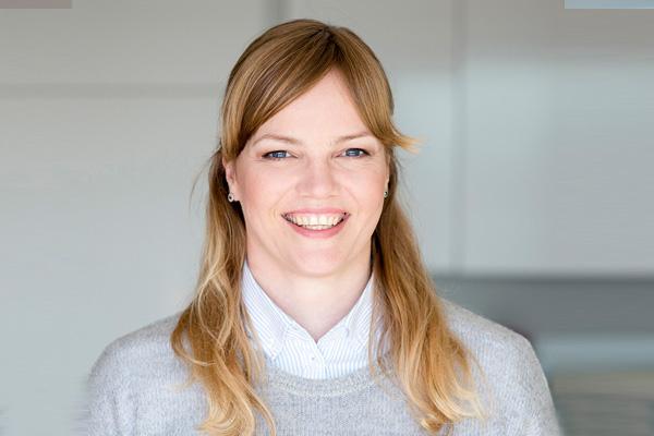 Portraitaufnahme von Heidrun Gerdes, Property Managerin bei THE FLAG Münster