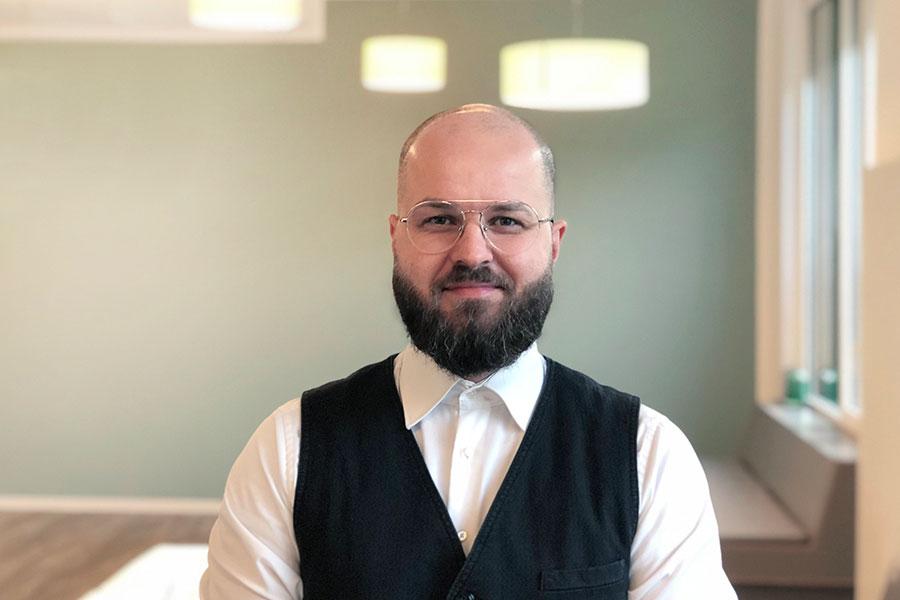 Portraitaufnahme von André Paleni, dem General Manager bei THE FLAG West M.
